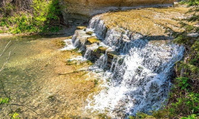 Waterfalls in Texas Chalk Ridge Falls, Belton